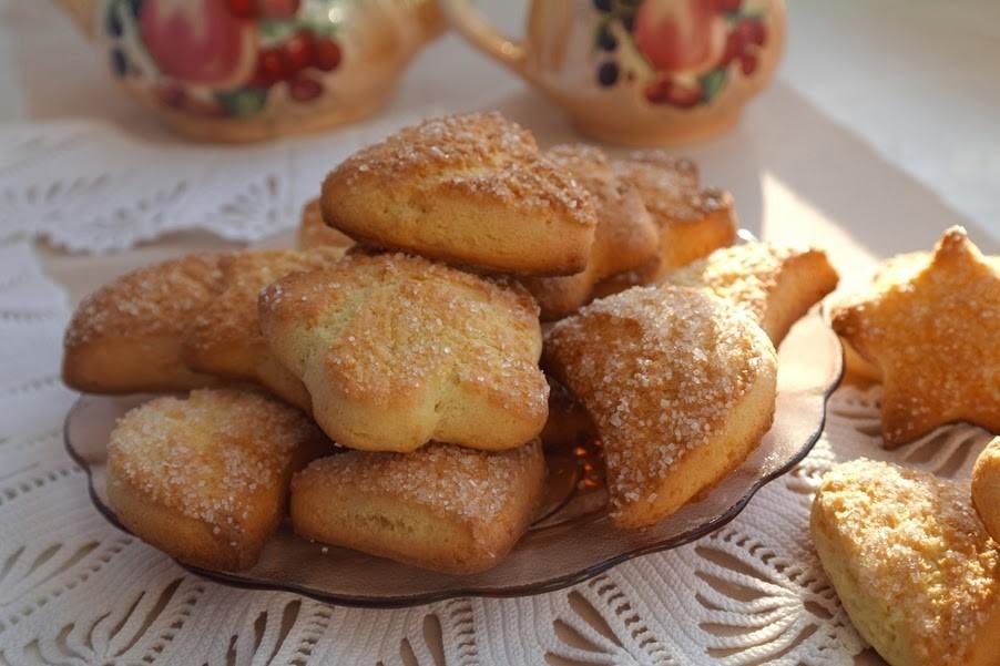 Подскажите пожалуйста рецепты каких-нибудь кексов чтобы тесто на страром кефире можно было сделать творожный чизкейк без выпечки с желатином, в основе которого лежат песочное печенье и творог, а не сливочный сыр.