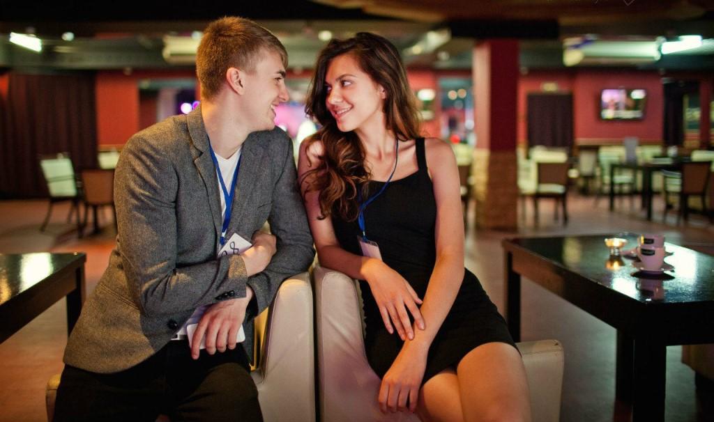 столикам по пересаживаются кафе знакомств москве в