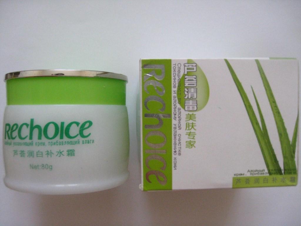 Для увлажнения комбинированной, проблемной и жирной кожи, а также для борьбы с морщинками и морщинами будет полезен следующий рецепт.