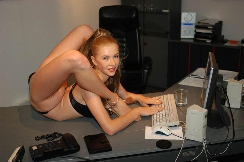 красоток чем приколы в офисе голые юбку, она поспешила