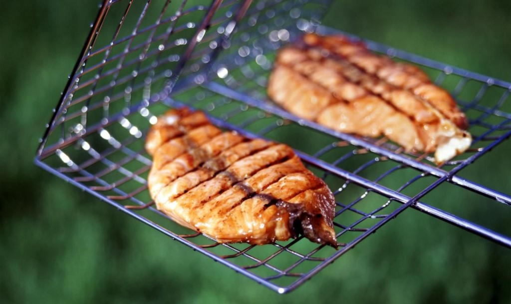 Самая вкусная рыба на мангале — только что пойманная.