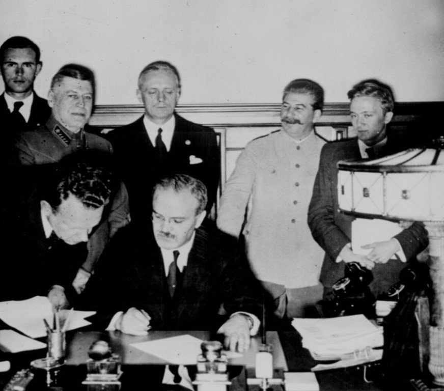 details of the non aggression pact signed between joseph stalin and adolf hitler before the start of The molotov–ribbentrop pact, also known as the nazi–soviet pact, the german–soviet non-aggression pact or the nazi german–soviet pact of aggression (officially: treaty of non-aggression between germany and the union of soviet socialist republics), was a neutrality pact between nazi germany and the soviet union signed in moscow on 23.
