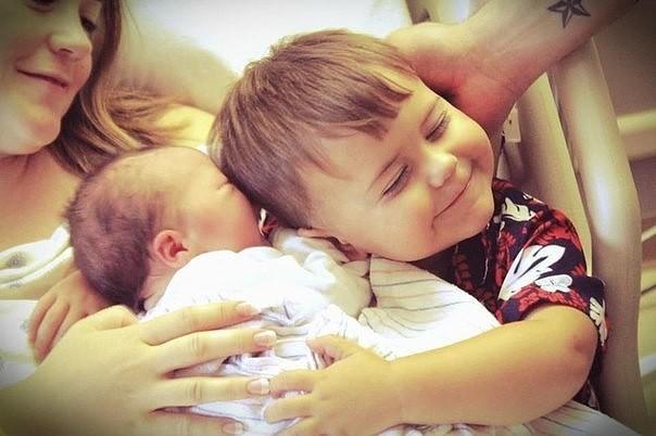 Син с мамой и сестрой фото