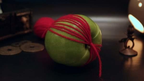 вернуть мужа с помощью яблока