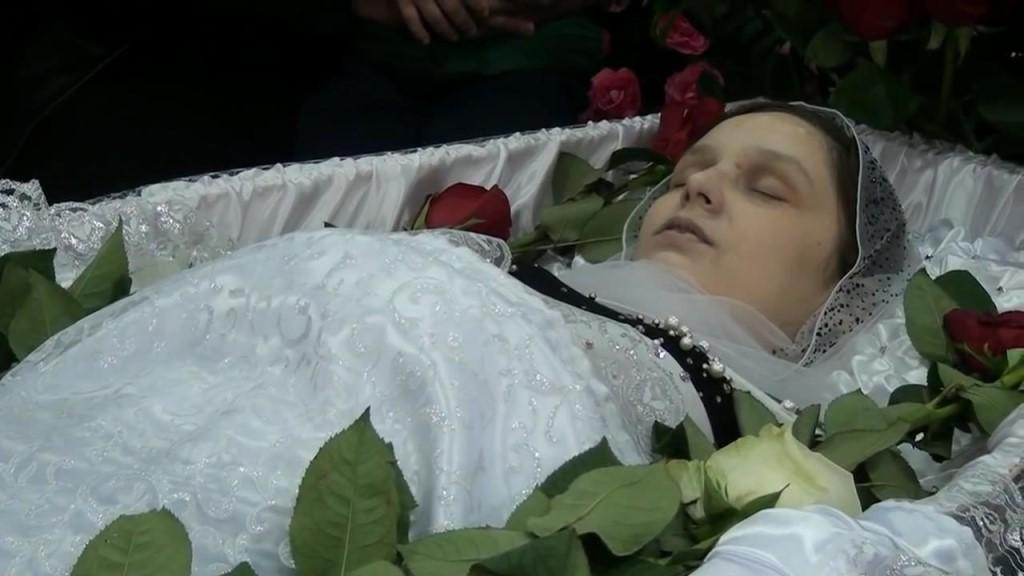 Видеть раскрытую могилу - недобрые вести; быть в могиле - к богатству в зависимости от толщины земли над тобой.