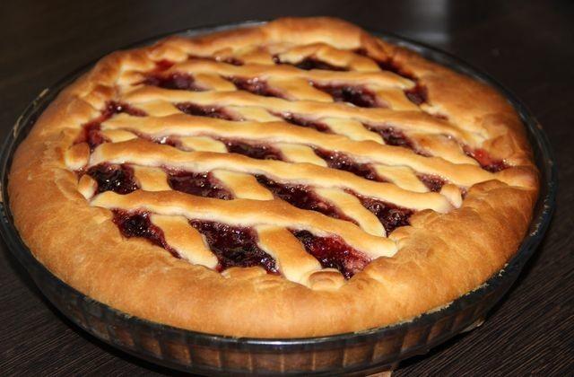 Без пирогов на руси трудно представить многие обряды, в том числе свадьбу, новогодние празднования и поминки – для каждого из таких случаев готовился особый пирог.