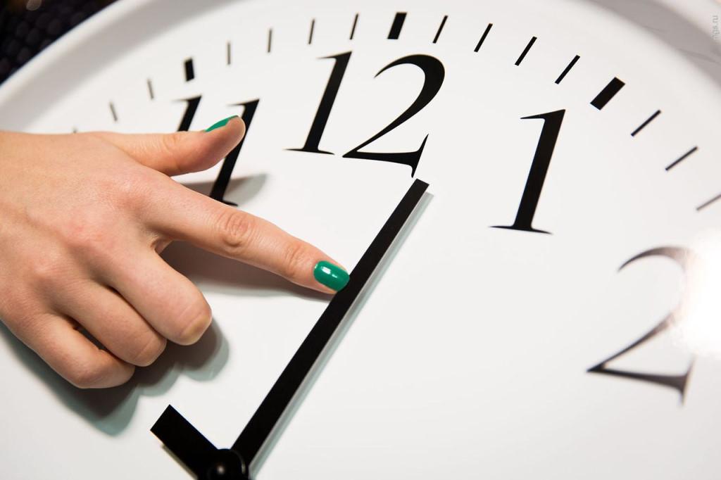 Решено снова переводить стрелки часов в общественной палате рф сообщили о том, что весной года россия вернется к переводу стрелок часов.