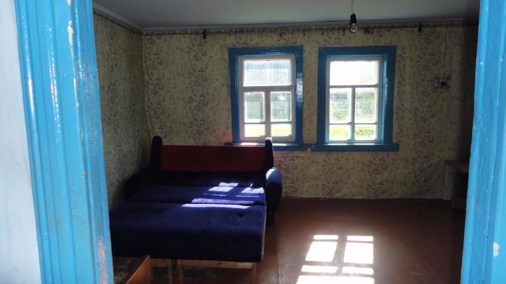 Продам дом 3 х ком.слив ,вода ,все надворные постройки,баня  пос комсомольск  40 км от первомайского района  цена 180 тыс руб
