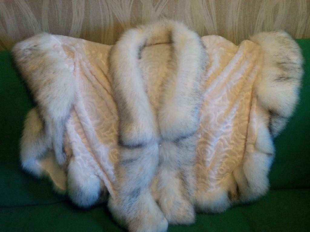 Женские меховые пончо.Цена 2.000 руб.По вопросам писать в личку