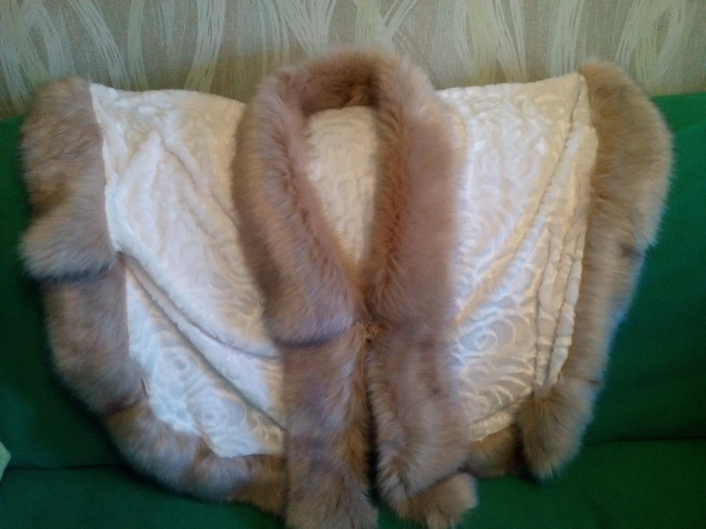Женские меховые пончо.Цена 2.000 руб.По вопросам писать в личку.