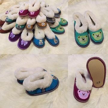 Детская домашняя обувь,варежки,жилетки из овчины.По вопросам писать в личку.