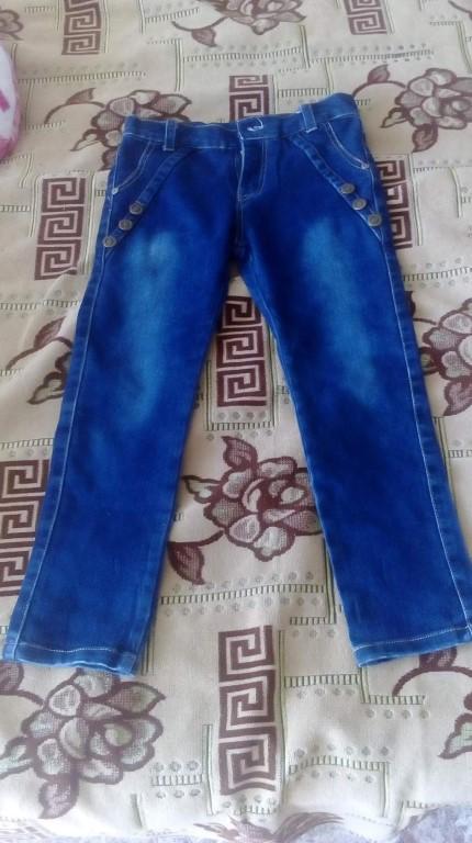 Продам джинсы на девочку, ростовка 110 -120 см.